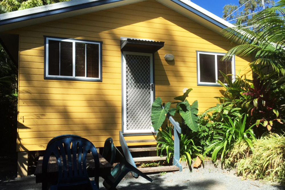 Safety Beach Bungalows pet friendly Accommodation near woolgoolga and coffs harbour Mad Duck