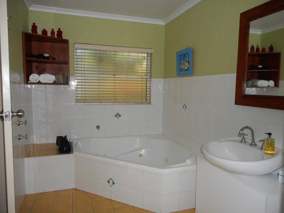 Pet friendly accommodation Woolgoolga & Coffs Harbour Studio Spa Safety Beach Bungalows